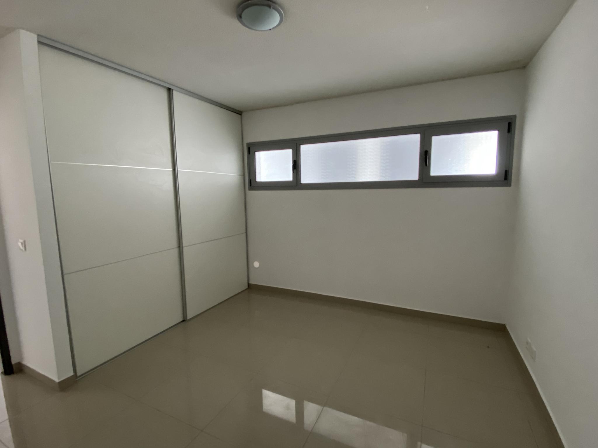 Chambre avec salle d'eau attenante