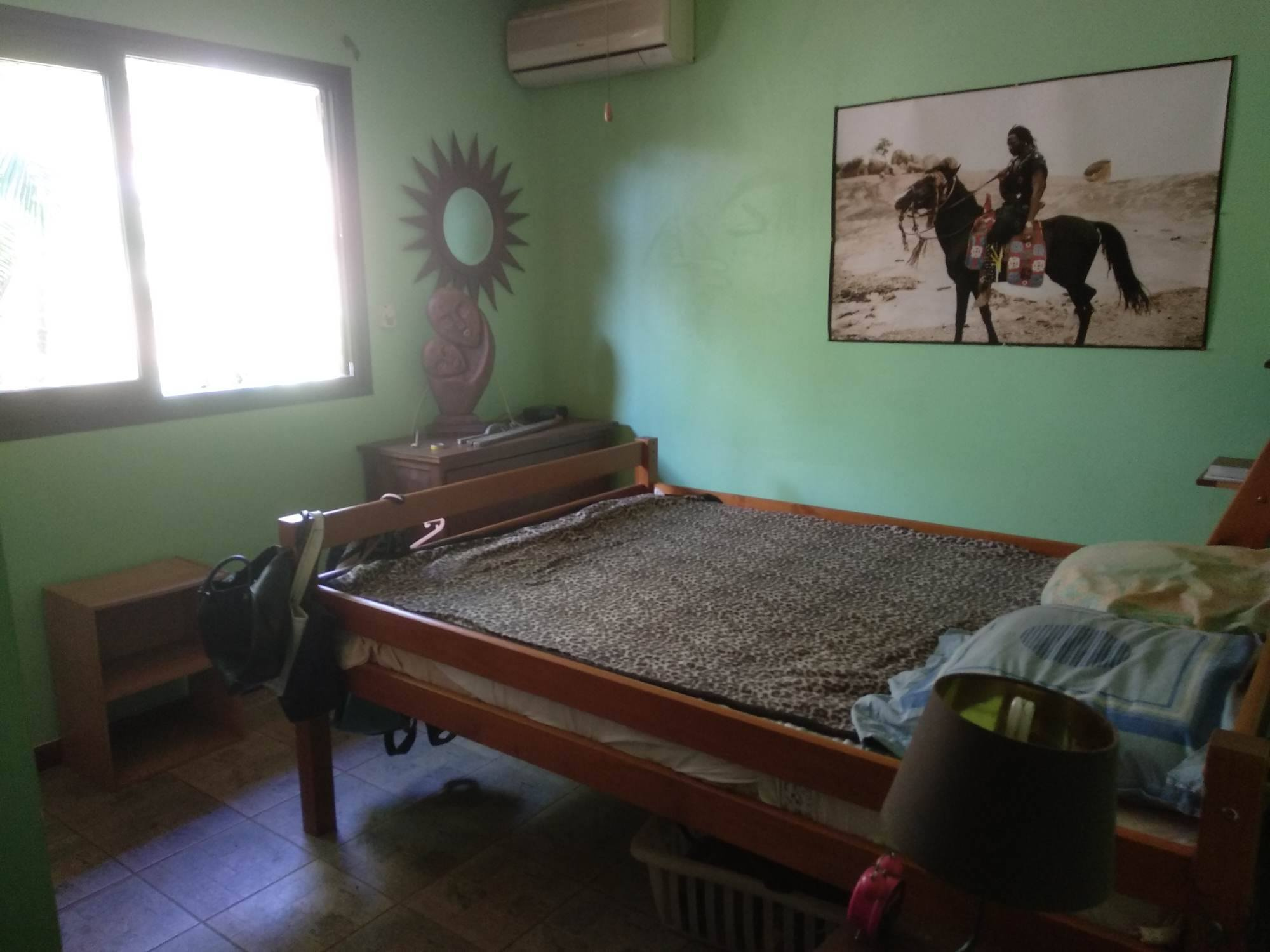 Chambre avec lit deux place