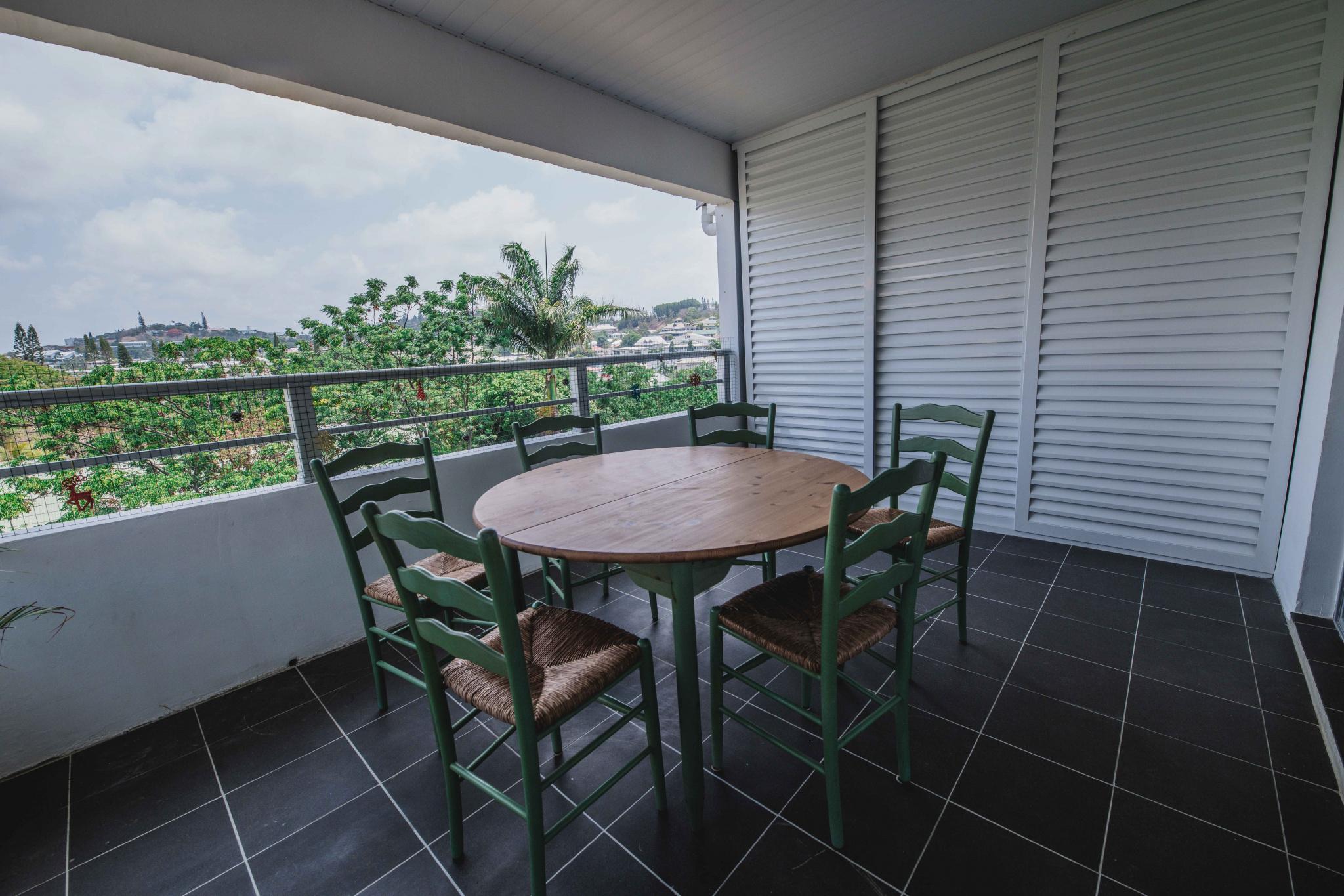 Terrasse couverte avec vue dégagée